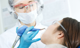 What is the difference between a dentist and a periodontist?